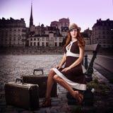 年轻性感的妇女旅客 库存照片