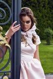 性感的妇女时装模特儿魅力样式给偶然穿衣 库存图片