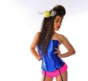 性感的妇女用在她的头发的糖果在束腰和内裤 图库摄影