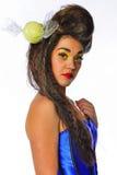 性感的妇女用在她的头发的糖果 免版税图库摄影