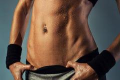 性感的妇女腹肌 库存图片
