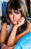 性感的妇女-深色的模型 免版税图库摄影
