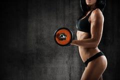 性感的妇女锻炼 免版税图库摄影