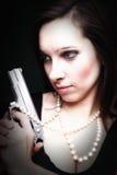 性感的少妇长的头发-开枪amd珍珠 库存图片