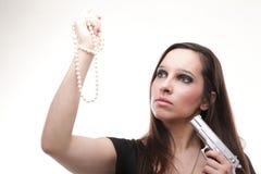 性感的少妇-开枪在白色的珍珠 免版税库存图片