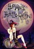 性感的巫婆坐南瓜& x22; 愉快的Halloween& x22; 可怕夜风景 库存照片