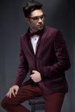 性感的时尚男性模型穿戴了典雅 免版税库存照片