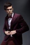 性感的时尚男性模型穿戴的典雅 免版税图库摄影