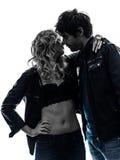 性感的时髦的夫妇画象亲吻的剪影 免版税图库摄影