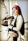 性感的深色的妇女海盗 免版税库存图片