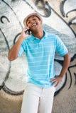 年轻性感的男性谈话在手机 库存照片