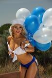 性感的白肤金发的乐趣女孩 免版税库存照片
