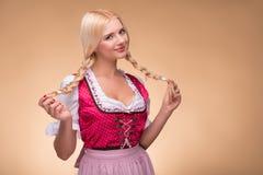 年轻性感的白肤金发的佩带的少女装 库存照片