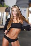 性感的白肤金发的健身模型 免版税库存照片