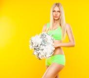 性感的白肤金发的妇女-黄色背景的啦啦队员 库存照片