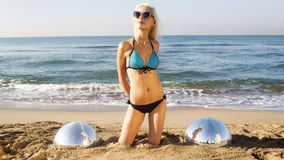 性感的白肤金发的海滩妇女 库存照片