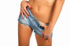 性感的美好的少妇佩带的牛仔布短裤 库存照片