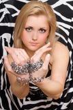 性感的金发碧眼的女人伸被囚禁她的手 库存图片