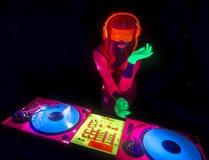 性感的霓虹紫外焕发DJ 免版税库存照片