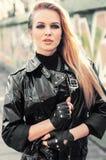 年轻性感的魅力金发碧眼的女人妇女 免版税库存照片