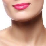 性感的嘴唇 秀丽桃红色嘴唇构成细节 美丽的构成clos 免版税图库摄影