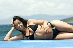 性感美丽的比基尼泳装的女孩 库存照片