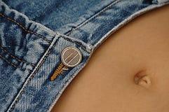 性感腹部的牛仔裤 免版税库存照片