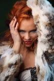 性美丽的女孩照片在时尚样式,女用贴身内衣裤,皮大衣 免版税库存照片