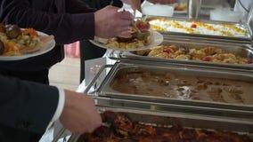 总计的人们您能吃承办酒席自助餐食物室内在豪华餐馆 影视素材