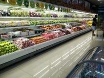 总超级市场内部视图 免版税图库摄影