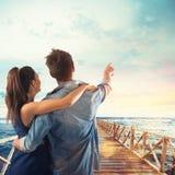 恋人点夫妇对天空的 图库摄影