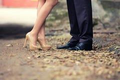 恋人的脚人和女孩 图库摄影