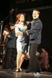 恋人舞蹈 俄国士兵和他的女朋友 俄国战士的画象 库存照片