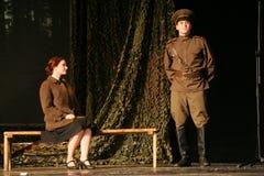 恋人集会 俄国士兵和他的女朋友 俄国战士的画象 图库摄影