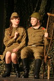 恋人集会 俄国士兵和他的女朋友 俄国战士的画象 库存照片