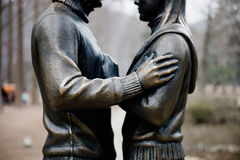 恋人雕象在娜米海岛 库存照片