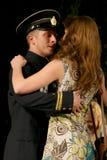恋人 俄国士兵和他的女朋友 俄国战士的画象 库存照片