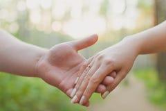 恋人结合握手 图库摄影