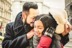 恋人年轻行家夫妇在爱情小说开始  免版税库存照片