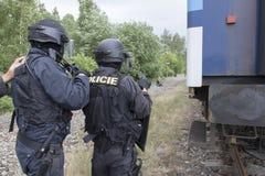 恐怖分子的警察拘留 库存照片