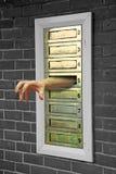 恐怖劫掠的手通过信箱 库存照片