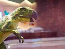 恐龙动物爬行动物形象五颜六色的被绘的头 库存图片