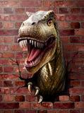 恐龙接近,通过砖墙 免版税库存图片