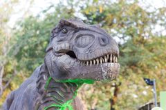 恐龙的顶头部分在展示的公园 库存图片