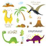 恐龙脚印、火山,棕榈树、石头、骨头和仙人掌 库存照片