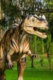 恐龙陈列在植物的公园 免版税库存图片