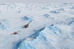 恐龙 史前雪风景,与恐龙的冰谷 北极看法 免版税图库摄影
