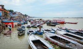 恒河银行在瓦腊纳西,印度 库存图片