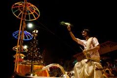 恒河Puja仪式,瓦腊纳西印度 免版税图库摄影