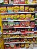 恩尼斯,爱尔兰- 2017年11月17日, :特易购商店在恩尼斯克莱尔郡,爱尔兰 各种各样的墨西哥食物产物的选择 库存照片
